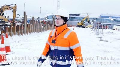 Процесс монтажа крана YONGMAO STT1330 в аэропорту Хельсинки